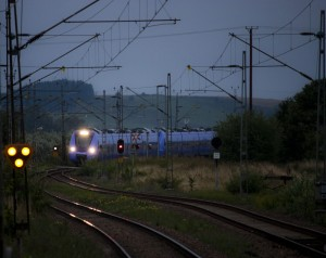 Tåg 1501 från Helsingborg i infartskurvan till Billeberga station