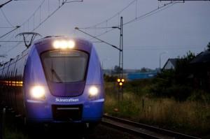 Tåget är nu nästan inne vid plattformen på spår 1
