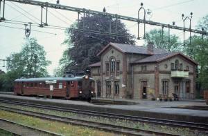 Tåg mot Landskrona väntar på avgång i Billeberga