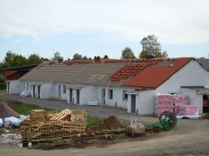Hus med tak under konstruktion