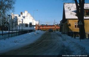 Värmövägen med tåg som passerar